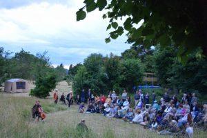 Poésie au Jardin Un cello devant 80 personnes 2016